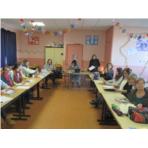 le groupe des enseignants maternelle, primaire + 2 profs du collège et 2 profs du lycée
